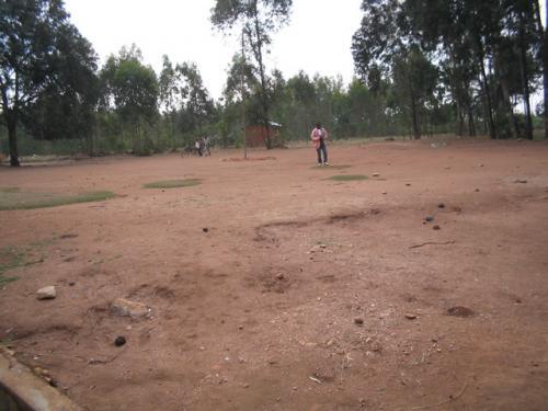 La cour de l'école primaire de Ruvumu