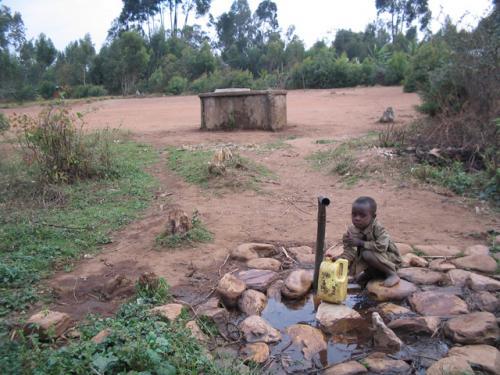 Le réservoir d'eau utilisée par les élèves et quelques habitants des environs