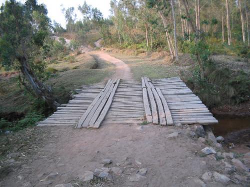 Un pont sur la rivière Nyabuyumpu